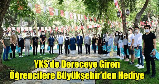 YKS'de Dereceye Giren Öğrencilere Büyükşehir'den Hediye