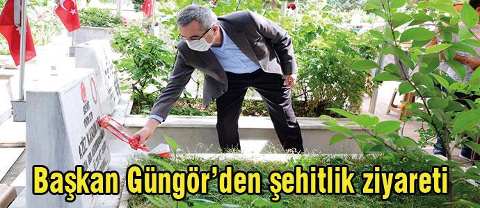 Başkan Güngör'den şehitlik ziyareti